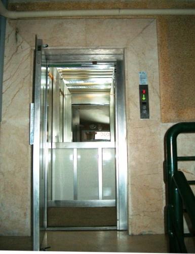 yarım otomatik kapı asansör