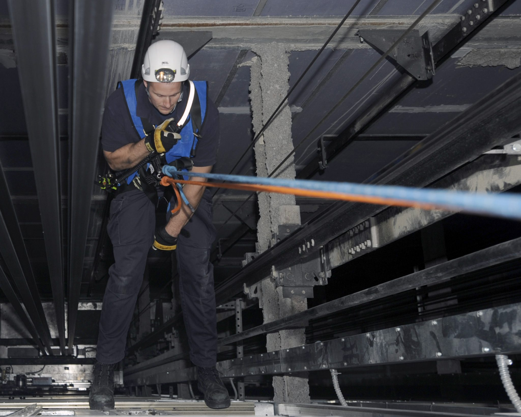 Asansör,Ankara Asansör,Yürüyen Merdiven,Yürüyen Yol,Asansör Kabini,Asansör Smm Belgeli Mühendis
